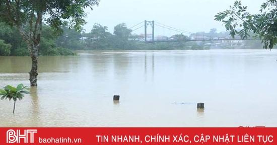 Nước sông Ngàn Sâu trên mức báo động 2, các xã hạ du Vũ Quang ngập sâu