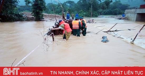Nước tiếp tục dâng, một số nhà dân ở Hương Khê bắt đầu ngập