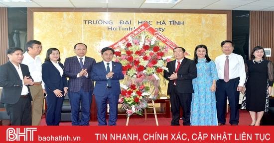 Phó Bí thư Thường trực Tỉnh ủy Trần Thế Dũng chúc mừng ngày Nhà giáo Việt Nam