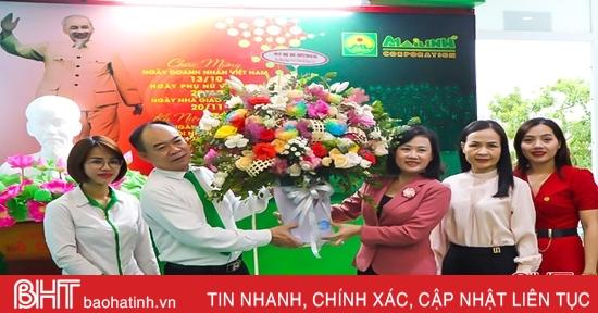 Phó Chủ tịch HĐND tỉnh chúc mừng các doanh nghiệp Hà Tĩnh