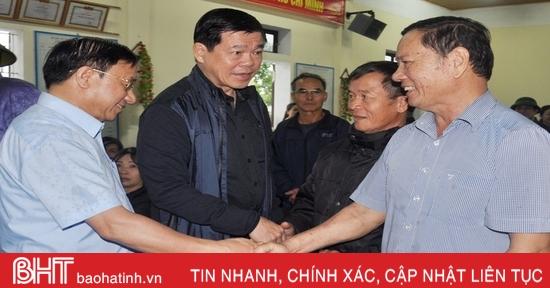 Phó Trưởng ban Dân vận Trung ương thăm hỏi đồng bào vùng lũ Hà Tĩnh