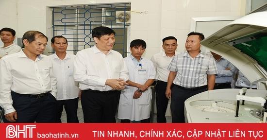 Quyền Bộ trưởng Bộ Y tế thăm và làm việc với các cơ sở y tế ở Hà Tĩnh