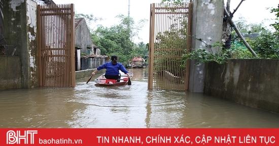 Sáng nay, nhiều khu dân cư ở Can Lộc vẫn bị nước bủa vây