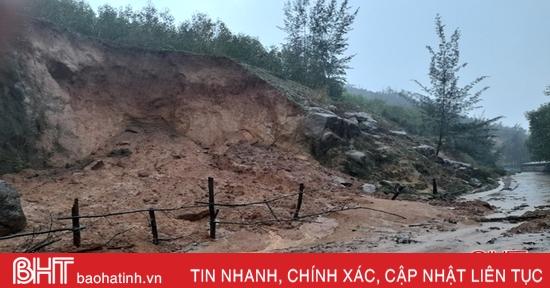 Sạt lở núi ở 2 xã, Cẩm Xuyên ban hành 7 lệnh sơ tán dân khẩn cấp