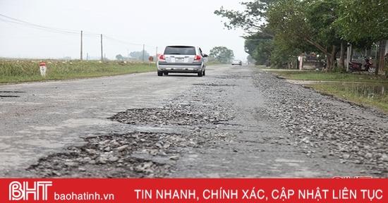 Sau mưa lũ, nhiều tuyến đường ở Can Lộc hư hỏng nặng
