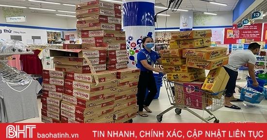 Siêu thị Hà Tĩnh tăng cường hàng hóa phục vụ người dân và công tác cứu trợ