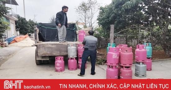 Tạm giữ 115 bình gas không rõ nguồn gốc xuất xứ ở Cẩm Xuyên
