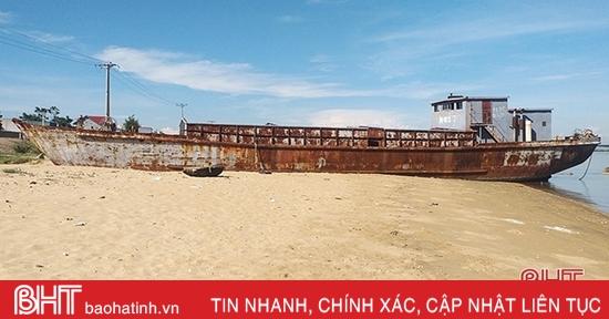 Tàu sắt vô chủ trôi dạt vào vùng biển Hà Tĩnh sẽ được bán đấu giá