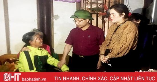 Thăm hỏi gia đình chiến sỹ tử nạn trong vụ sạt lở đất ở Quảng Trị