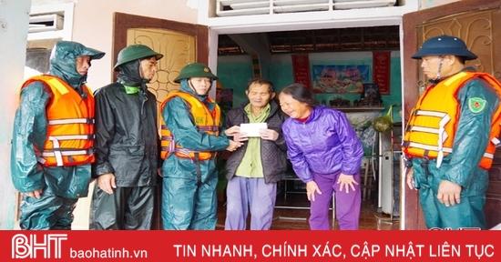 Thăm hỏi gia đình trung úy ở Thạch Hà tử nạn trong vụ sạt lở đất ở Quảng Trị