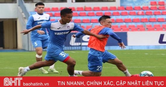 Than Quảng Ninh làm quen sân Hà Tĩnh chuẩn bị trận tái đấu vào chiều mai