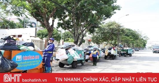 Thành phố Hà Tĩnh khẩn trương vệ sinh môi trường, thu gom rác thải trước khi bão số 8 đổ bộ