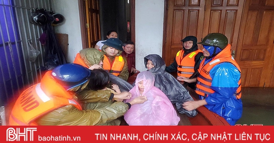 Thành phố Hà Tĩnh ứng cứu hơn 1.000 hộ dân bị lũ chia cắt