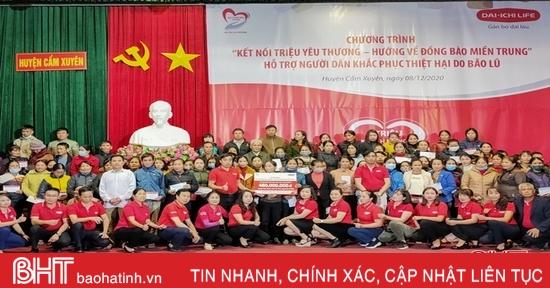 Thêm nhiều phần quà đến với người dân huyện Cẩm Xuyên