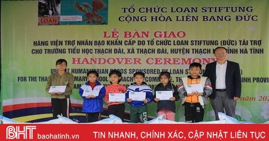 Tổ chức Loan Stiftung trao tiền, quà trị giá 461 triệu đồng cho 2 trường học ở Hà Tĩnh