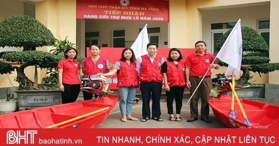 Trao 3 thuyền máy hỗ trợ các địa phương Hà Tĩnh ứng phó với bão số 13