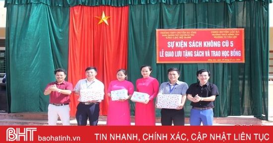 Trao tặng hơn 2.000 cuốn sách cho học sinh vùng khó khăn Lộc Hà