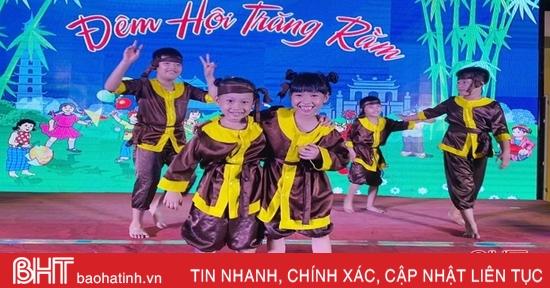 Trẻ em Hà Tĩnh đón trung thu ấm áp yêu thương