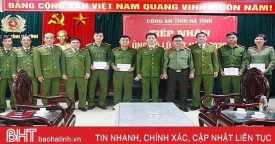 Trường Cao đẳng Cảnh sát nhân dân 1 tặng quà cho cán bộ, chiến sỹ Công an Hà Tĩnh