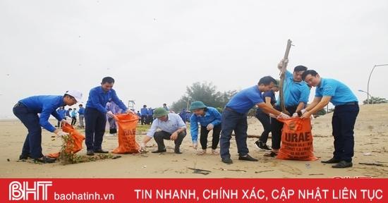 """Tuổi trẻ Hà Tĩnh hưởng ứng chiến dịch """"Làm cho thế giới sạch hơn"""""""