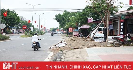 Vì sao vi phạm hành lang ATGT đường bộ ở Hương Khê chưa được xử lý triệt để?