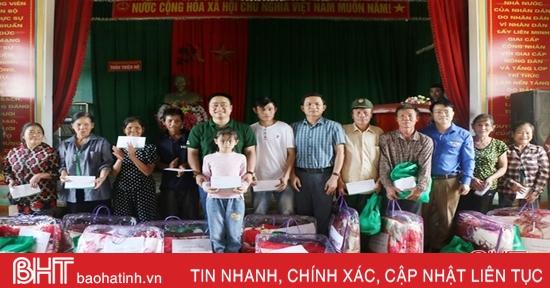 VP Bank Hà Tĩnh trao 100 triệu đồng hỗ trợ đồng bào lũ lụt