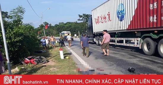 Xe máy va chạm với container trên QL 15A, một phụ nữ tử vong tại chỗ